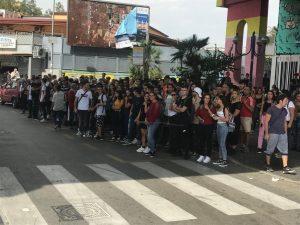 Caos alla fermata bus della metro Chiaiano–Piscinola