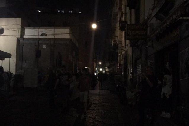 Il blackout in piazza Miraglia a Napoli (Foto Fanpage.it)