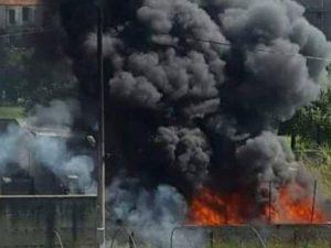 L'incendio ad Acerra (Foto Facebook/Volontari interforze e cittadini onlus)