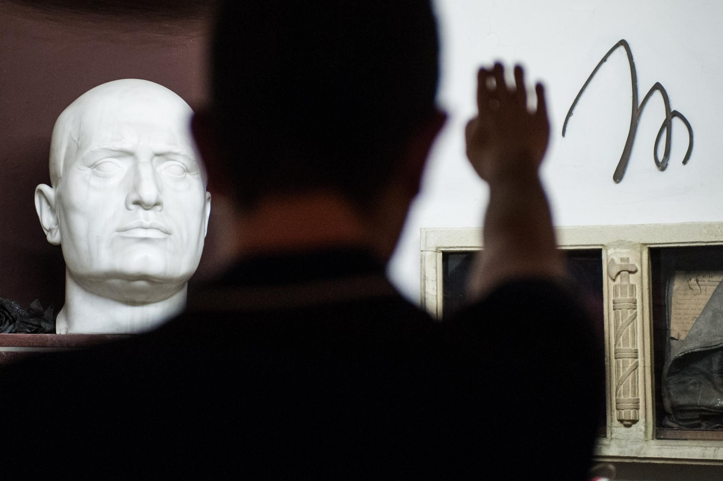 Discorso Camera Mussolini : Cesa caserta esponente del movimento 5 stelle cita mussolini in