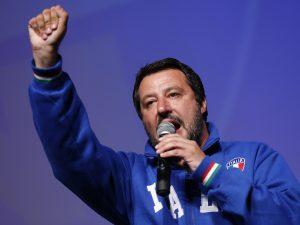Salvini |  comizio al Teatro Augusteo |  'Il centro di Napoli sembra un campo rom'