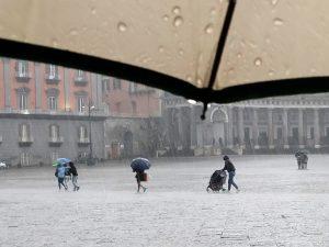 Meteo Napoli e Campania    ultimi giorni di sole    fine settimana con pioggia e temperature