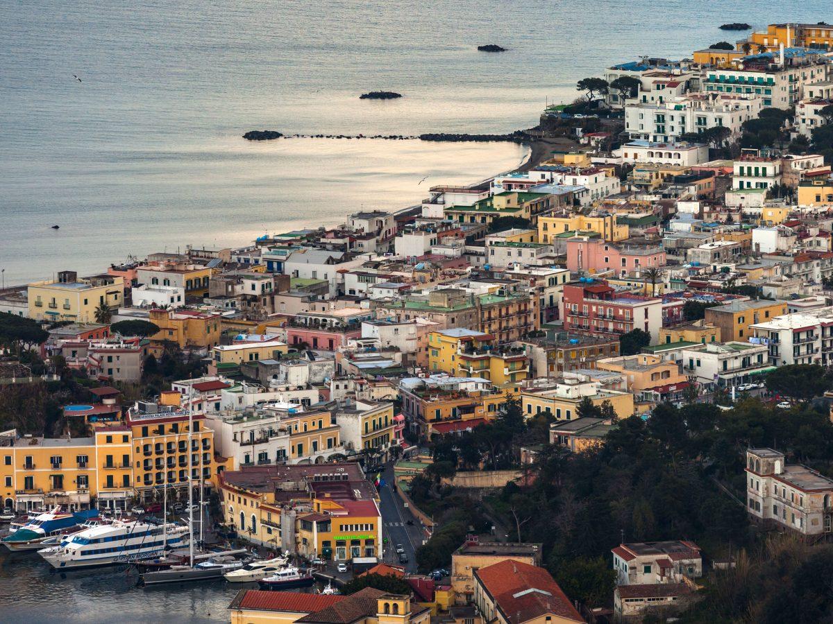 Famoso hotel di Ischia non versa la tassa di soggiorno ...