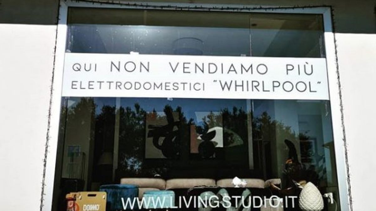 Whirlpool chiude a Napoli, è protesta: Non vendiamo più le ...