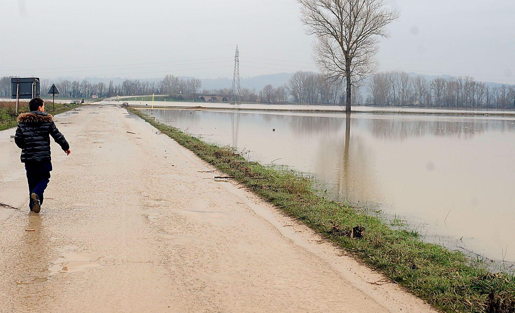Allerta meteo Caserta: bomba d'acqua, allagati i campi coltivati - Napoli Fanpage.it