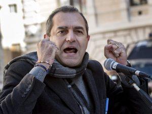 Salvini a Napoli, De Magistris: 'Strade chiuse e città milit