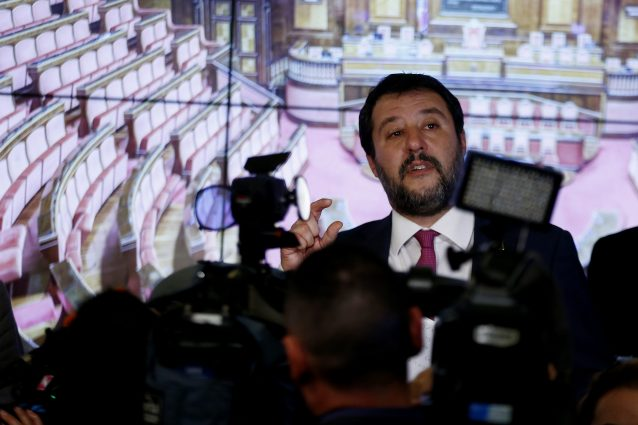 Matteo Salvini sta soffiando sul fuoco della pandemia in Cam