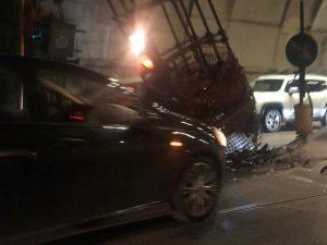 Galleria Vittoria chiusa: un'automobile si è schiantata contro l'impalcatura