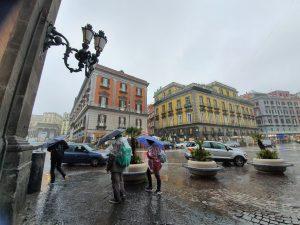 Meteo Napoli e Campania, due giorni di freddo e pioggia: poi