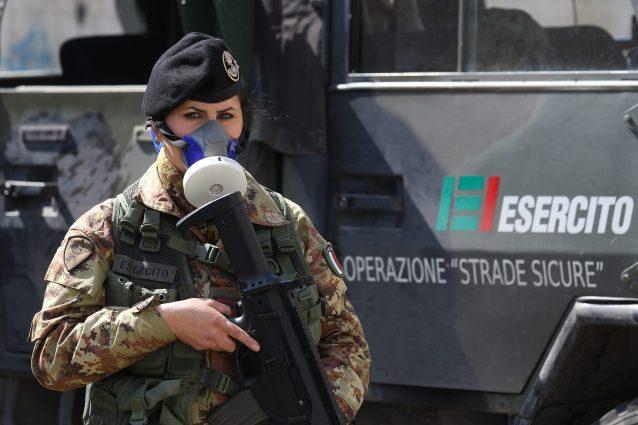G20, Napoli blindata con 2mila uomini delle forze dell'ordine. Niente tavolini dei bar in zona rossa