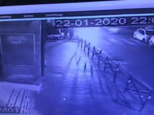 Vomero, incidente tra auto ad un incrocio: una finisce sul m