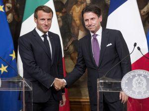 Il presidente francese Macron a Napoli: 'Amo la città e il t