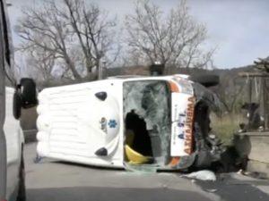 Incidente a Capaccio, ambulanza si ribalta: tre feriti, mezz