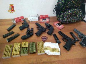 Napoli, sei pistole e 263 proiettili trovati in uno zaino a