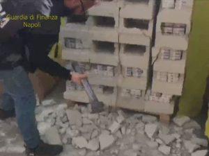 Napoli, sigarette di contrabbando dalla Grecia nascoste nei
