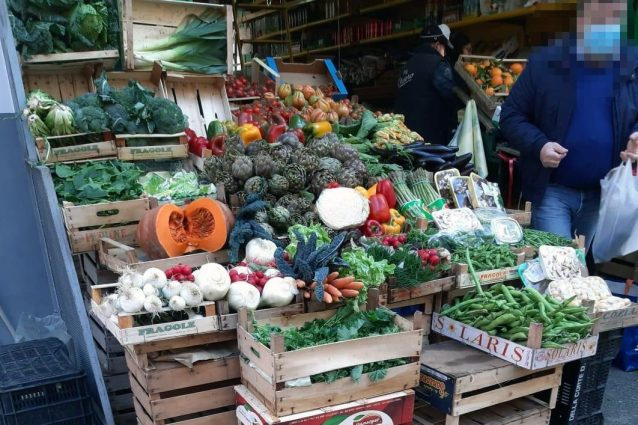 Rincari ingiustificati di frutta e verdura. In alcuni mercat