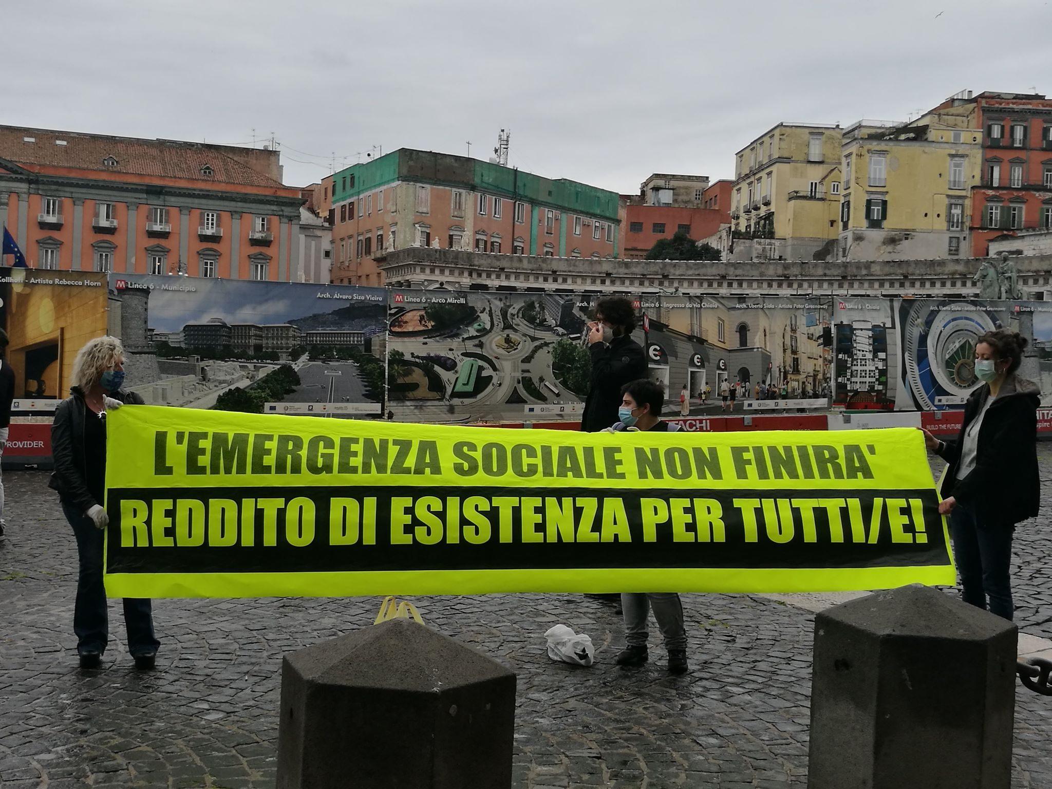 A Napoli La Prima Protesta Ai Tempi Del Covid 19 Con Mascherine E Guanti Sotto La Prefettura
