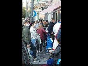 A Napoli il Coronavirus non fa più paura: migliaia in strada