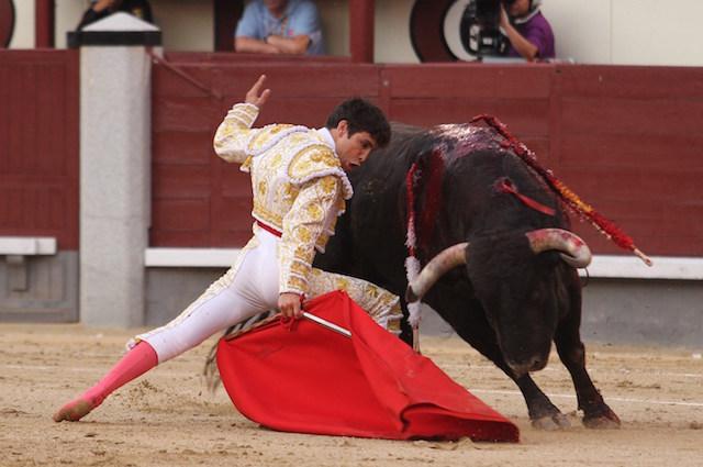 La corrida sarebbe la stessa senza il rosso dei mantelli