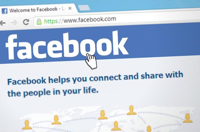 Cancellarsi da Facebook riduce lo stress, ma rende più infelici e il motivo è inquietante