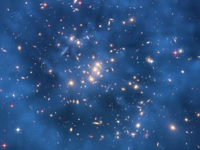 Immagine del telescopio Hubble che mostra un anello di materia oscura che circonda il cluster CL0024+17. Image credit: NASA, ESA, M. J. Jee and H. Ford et al. (Johns Hopkins Univ.)