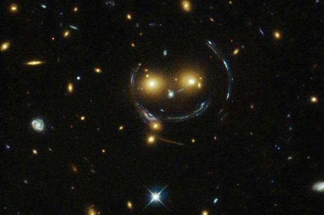 Conosciuto Hubble e il sorriso dell'Universo JZ62