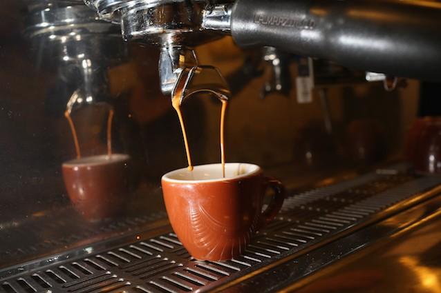 Il caffè contiene caffeina