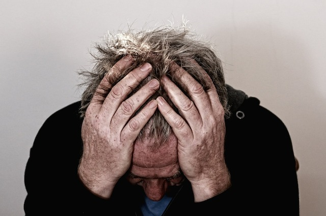 Gli uomini che soffrono emicrania hanno 'troppi' ormoni femminili