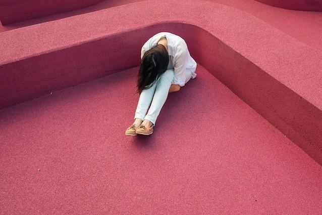Un mondo di uomini soli: la solitudine è un'epidemia che ci uccide, forse più dell'obesità