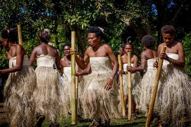 Donne dell'isola melanesiana di Vanuatu (Graham Crumb via Wikimedia)