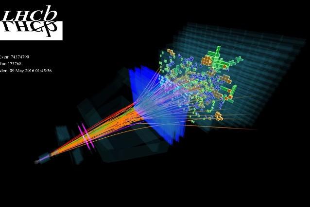 Collisione protone–protone (Image: LHCb, fonte CERN)