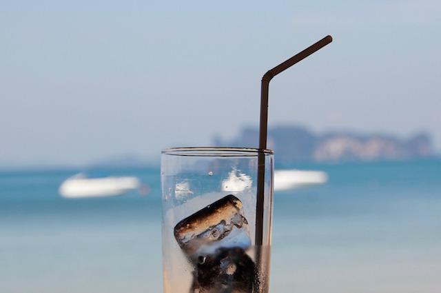 """Il ghiaccio dei bar? Ricerca italiana svela: """"Potenzialmente pericoloso"""""""