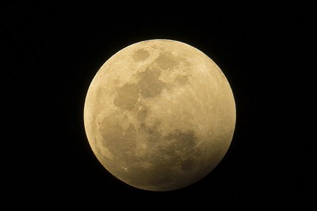 """Allacciate le cinture, nel 2017 il primo viaggio """"turistico"""" sulla Luna"""