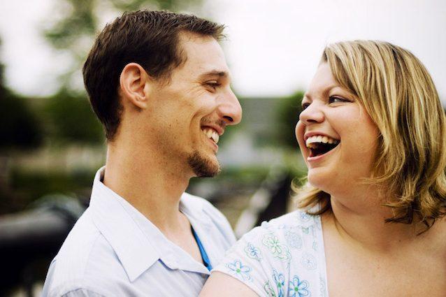 Basta musoni, vivere con una persona felice ci rende più sani