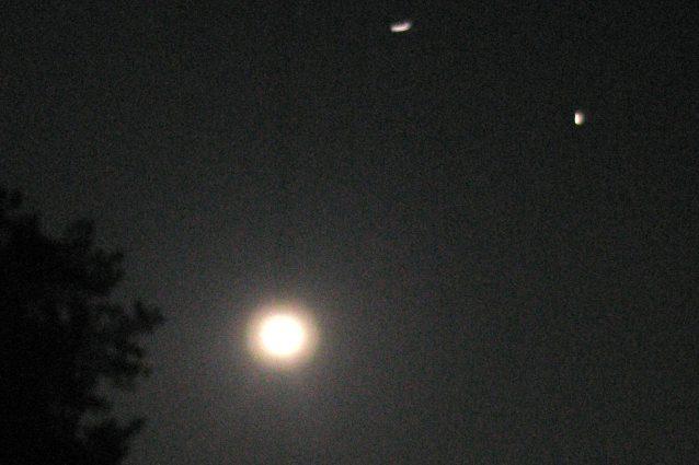 L'Iss vista nel cielo notturno.