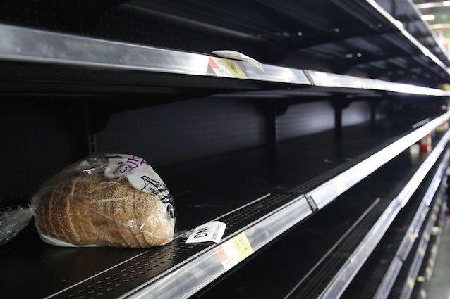 Quattro italiani su dieci mangiano cibo scaduto: ecco quando è pericoloso