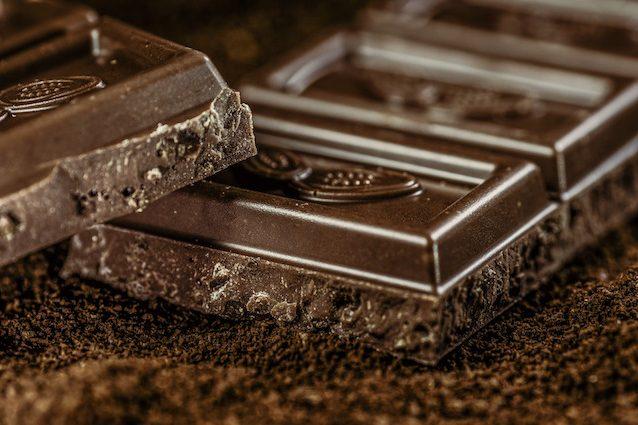 Il cioccolato fondente fa davvero bene al cuore?
