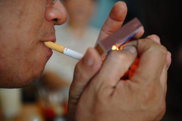 Cosa rischi con un pacchetto di sigarette al giorno? Scoperto come si forma il cancro