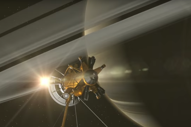 """La sonda Cassini si """"tuffa"""" tra gli anelli di Saturno per scoprirne la composizione"""