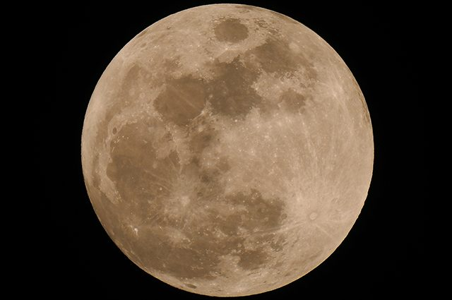 Superluna, è la più grande e l'ultima dell'anno: quando e come vederla
