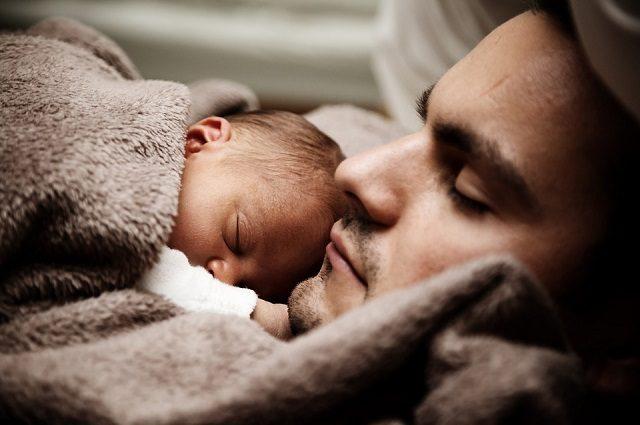 I bambini che somigliano ai loro papà sono più sani e il motivo è assurdo