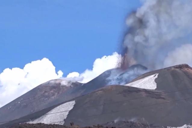 Eruzioni vulcaniche, perché la lava esplode se tocca la neve?