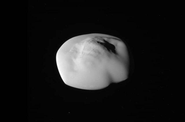 La sonda Cassini colpisce ancora: ecco cos'ha fotografato durante il 'Gran Finale'
