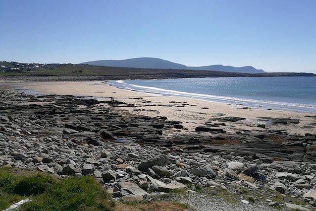 L'enorme spiaggia ricompare improvvisamente dopo 30 anni: cosa è successo in Irlanda