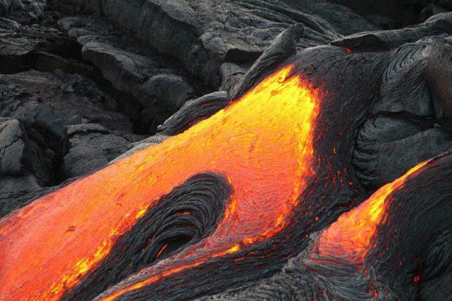 I turisti restituiscono la 'lava' rubata dalle Hawaii per paura della maledizione di Pele