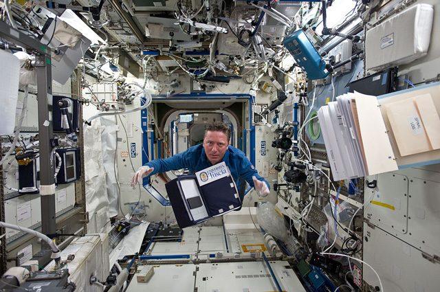 Roberto Vittori a bordo della ISS: credit NASA
