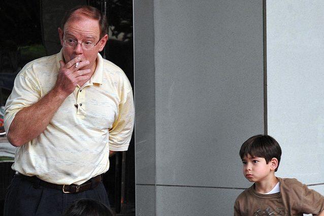 Fumo passivo, i bambini esposti rischiano di sviluppare l'artrite reumatoide da adulti