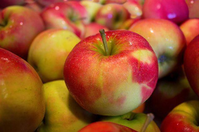 Tumore alla prostata: come mele, uva rossa e curry lo contrastano bloccando la crescita