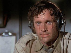 Si suda anche per nervosismo in L'aereo più pazzo del mondo.