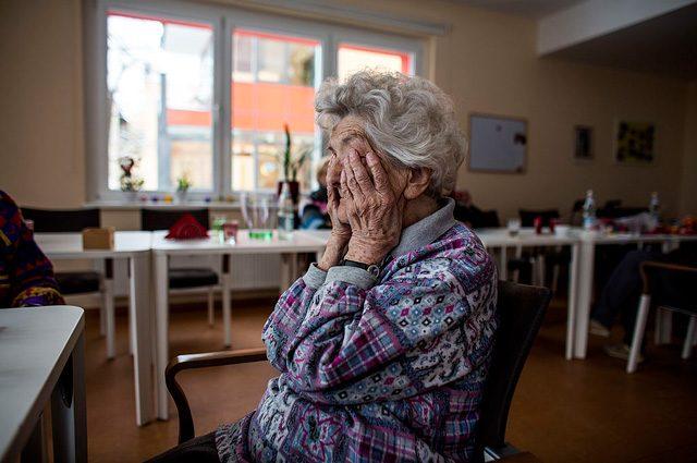 Alzheimer, 115 milioni di malati di demenza entro il 2050: ma un caso su tre si può prevenire